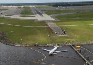 מטוס שנפל לנהר